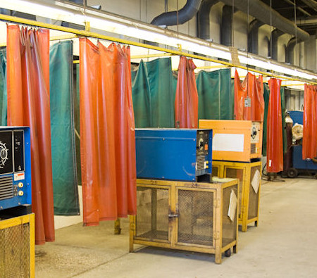 welding curtain partitions made of vinyl.
